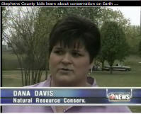 Dana Davis, NRCS district conservationist in Duncan, Oklahoma, recently helped Marlow fourth graders celebrate Earth Day and the importance of conserving natural resources through an outdoor classroom event.
