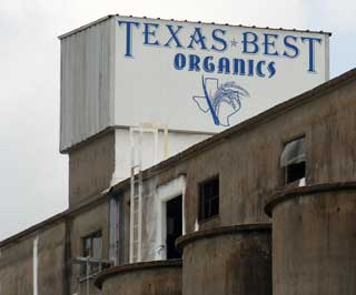 Texas Best Organics state-of-the-art mill is 6,000 square feet and is located in China, Texas. The milling process includes steps such as cleaning, dehusking, separating brown rice from paddy rice, polishing paddy rice and a sifting machine to remove broken pieces. There also is a digital rice color sorter.
