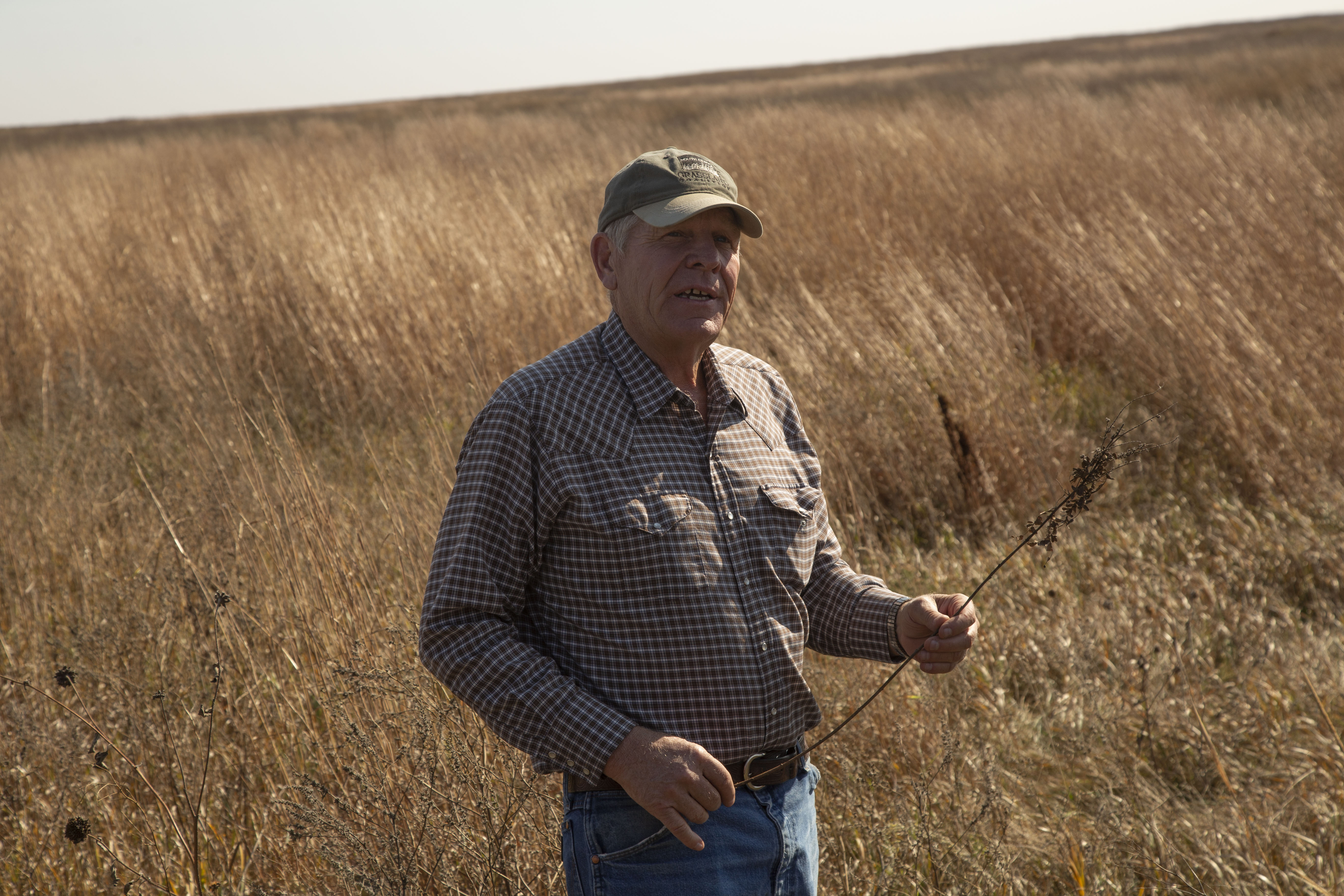 Earth Team mentor Jim Faustich gives an educational tour of his operation in Highmore, SD.