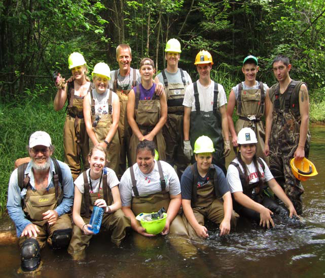 Group picture of Wisconsin Interns in water