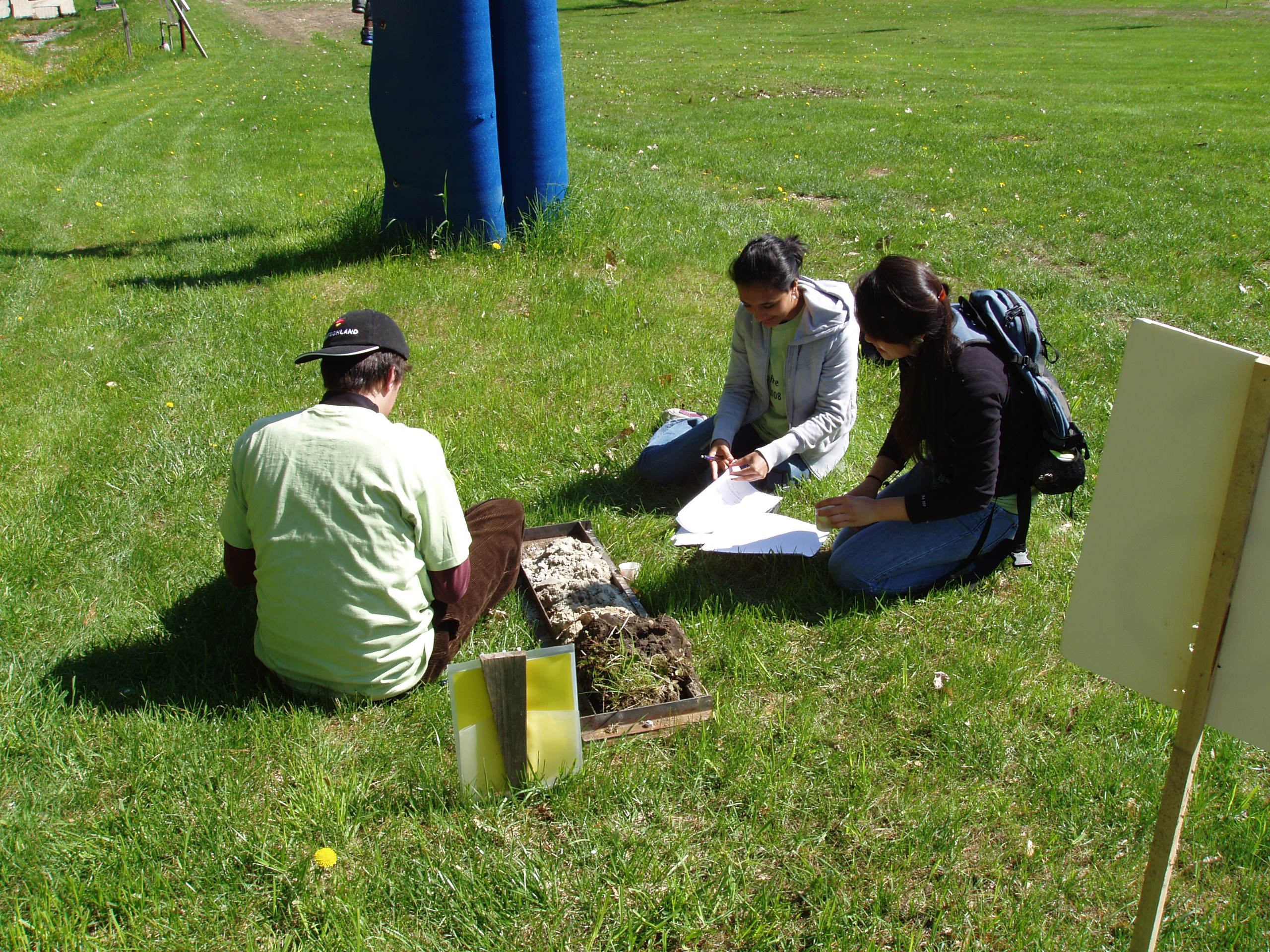 Students describing a soil
