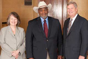 Agriculture Secretary Tom Vilsack (right) and Deputy Agriculture Secretary Kathleen Merrigan (left) with Wade Ross, Texas Small Farmers and Ranchers, during the Honor Award group photography on the patio of the U.S. Department of Agriculture in Washington, D.C. on Wednesday, Sept. 12, 2012.