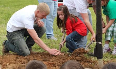 Mercer County Senior High School Class of 2024 - Arbor Day Event